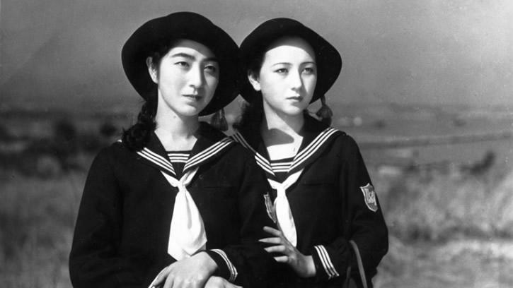 Jeunes filles japonaises sur le port