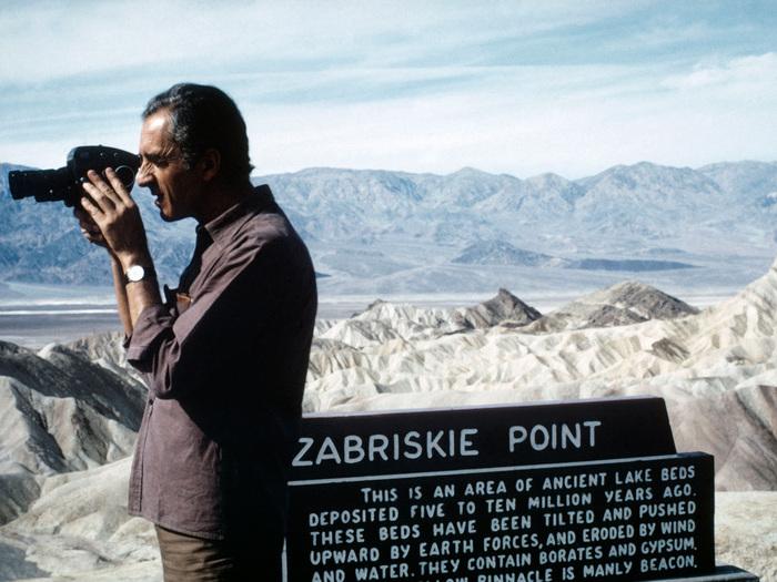 Michelangelo Antonioni tourne dans la vallée de la Mort (Zabriskie Point, 1970)