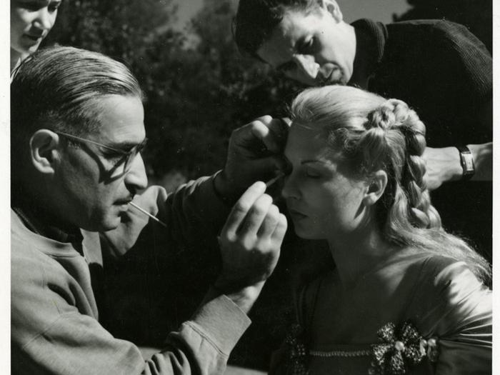 Arakelian sur le tournage de «La Belle et la Bête» de Jean Cocteau (1945) © G.R. Aldo