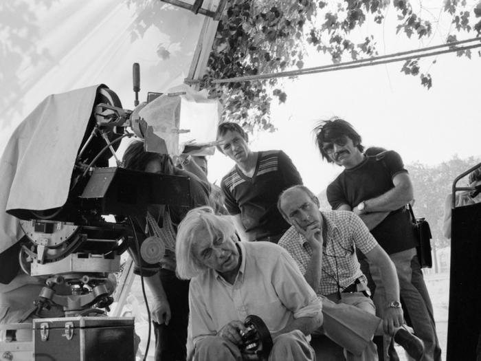"""Photo d'Isabelle Weingarten sur le tournage du """"Diable probablement"""" (1976)"""