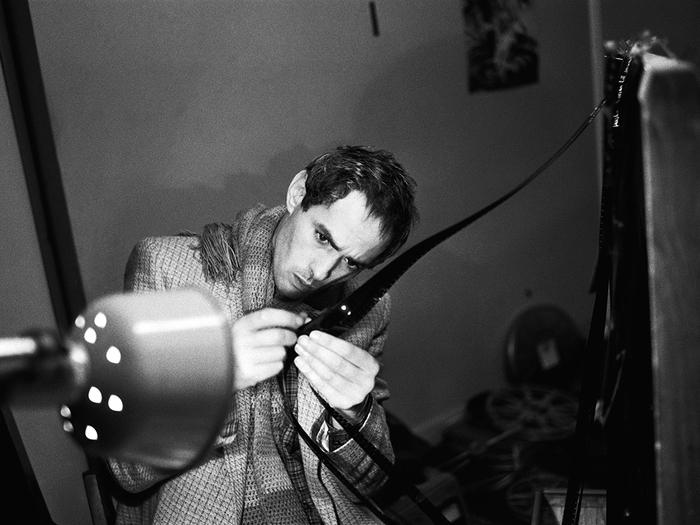 «J'ai toujours aimé avec passion le montage, que ce soit sur mon frigidaire ou dans la petite salle de montage que le musée d'Art moderne de Beaubourg avait mise à ma disposition.» (Pierre Clémenti, 6 avril 1999) © Catherine Faux