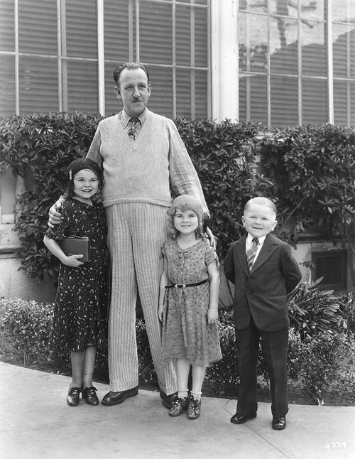 Daisy, Tiny et Harry Earles en compagnie de Tod Browning