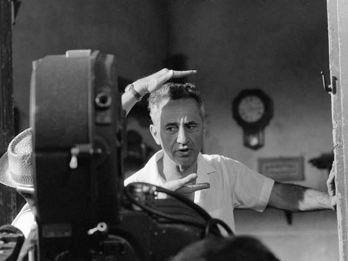 Elia Kazan sur le tournage d'America America - Photo Constantine Manos (1962)