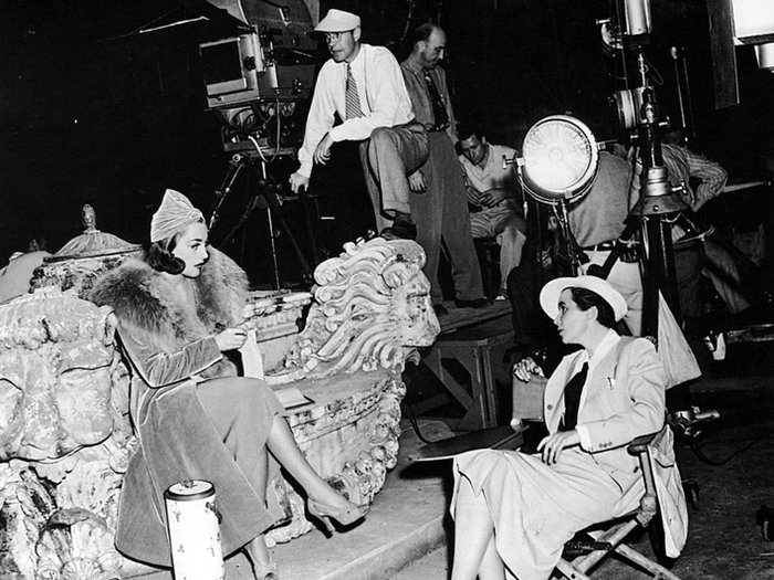 Joan Crawford et Dorothy Arzner sur le tournage de The Bride wore Red (1937)