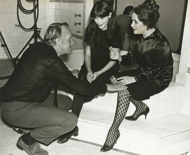 Joseph Losey, Mia Farrow et Elizabeth Taylor sur le tournage de Cérémonie secrète. DR