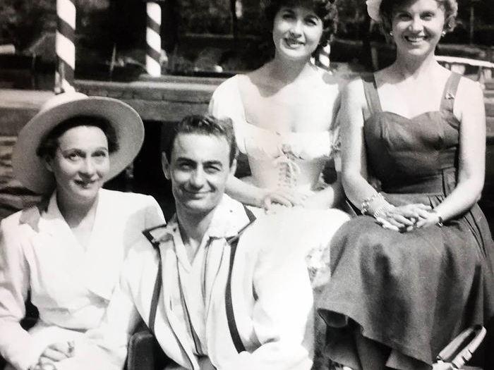 Lesaffre, chéri de ces dames. Avec Arletty, Marie Daëms et Simone Paris. CARLES3B1