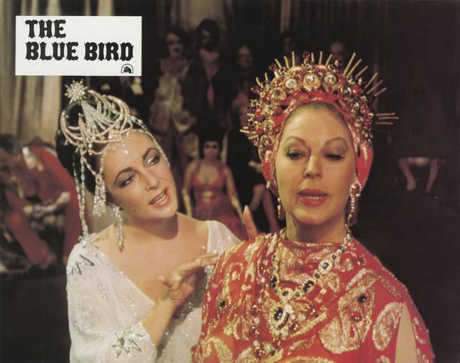 Liz Taylor et Ava Gardner dans L'Oiseau bleu (Matériel promotionnel, 1975) DR.