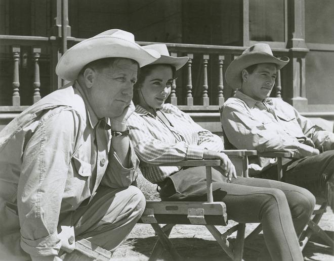 Liz Taylor, Rock Hudson et George Stevens sur le tournage de Géant (DR)