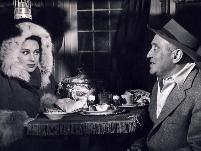 """Martine Carol et Max Ophuls sur le tournage de """"Lola Montes"""""""