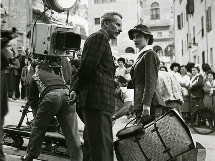 Jacques Becker et Anouk Aimée sur le tournage de Montparnasse 19
