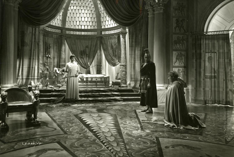Photographie de plateau de I, Claudius : Emlyn Williams et Charles Laughton