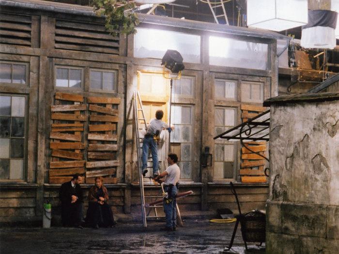 """Plateau de tournage des """"Palmes de M. Schutz"""" de Claude Pinoteau (1996) © Pierre Lhomme"""