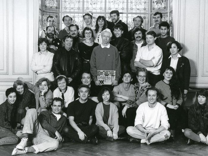 L'équipe de Nuit d'été en ville, 1990. Rosalinde et ses lunettes sourient à gauche de Michel. Photo de plateau © Eléfilm