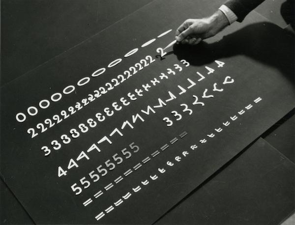 Rythmetic, photographie de tournage, 1956 © Norman McLaren, Coll. Cinémathèque française