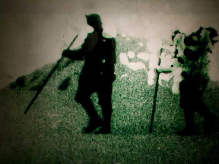 Sur les cimes, tout est calme (Angela Ricci Lucchi et Yervant Gianikian, 1998) Photogramme 3