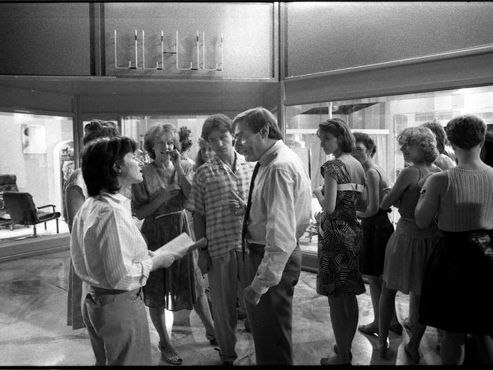 Chantal Akerman, Delphine Seyrig et Charles Denner sur le tournage de Golden Eighties (photographie © Jean Ber)