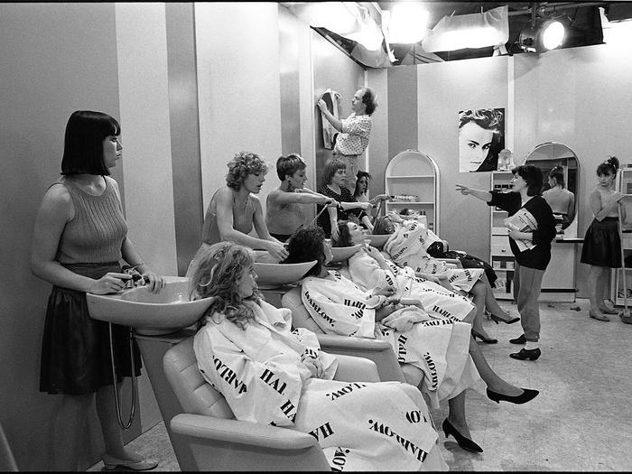 Chantal Akerman (et Manu de Chauvigny) sur le tournage de Golden Eighties (photographie © Jean Ber)