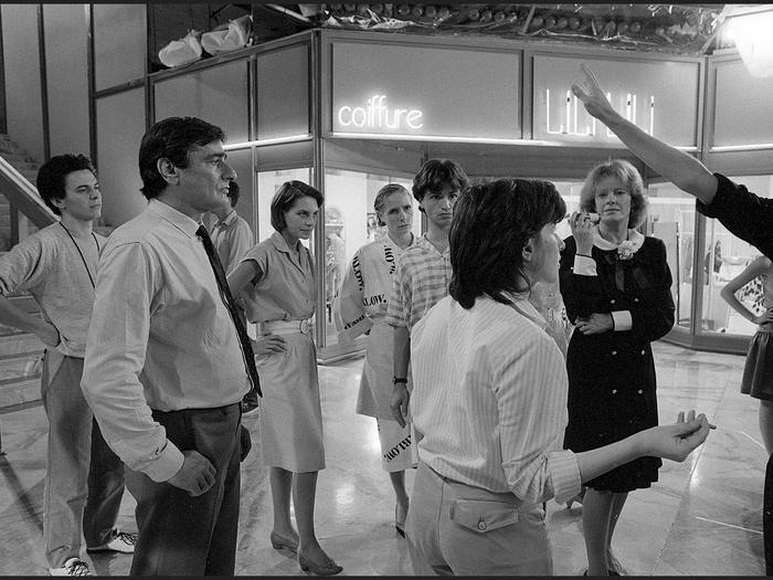 Charles Denner, Lio, Chantal Akerman et Delphine Seyrig sur le tournage de Golden Eighties (photographie © Jean Ber)