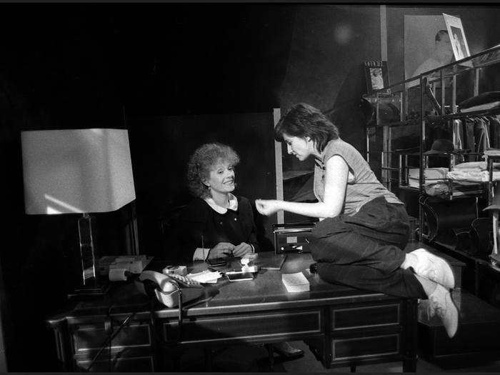 Delphine Seyrig et Chantal Akerman sur le tournage de Golden Eighties (photographie © Jean Ber)