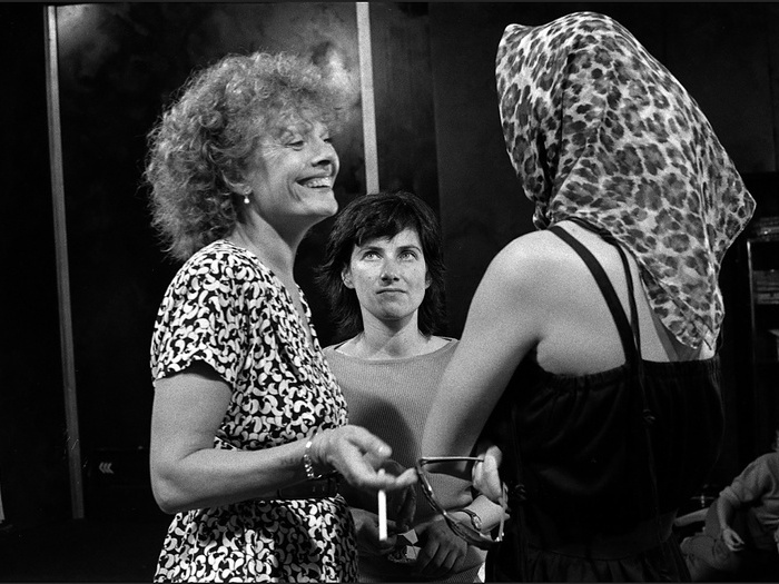 Delphine Seyrig, Chantal Akerman et Fanny Cottençon sur le tournage de Golden Eighties (photographie © Jean Ber)