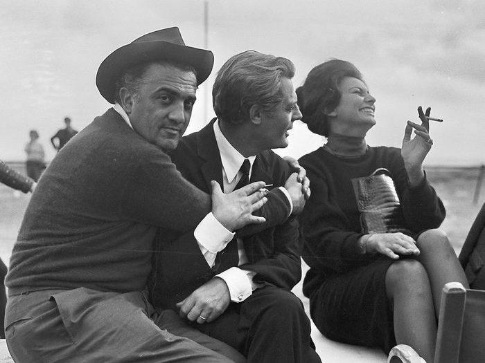Fellini et Mastroianni avec Sophia Loren venue leur rendre visite sur le tournage de 81/2