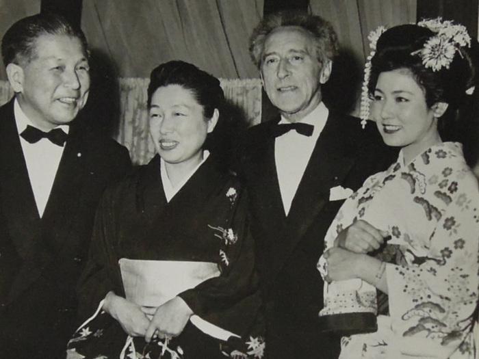 Monsieur et Madame Kawakita, Jean Cocteau et l'actrice Masako Nakamura (Festival de Cannes, 1957)