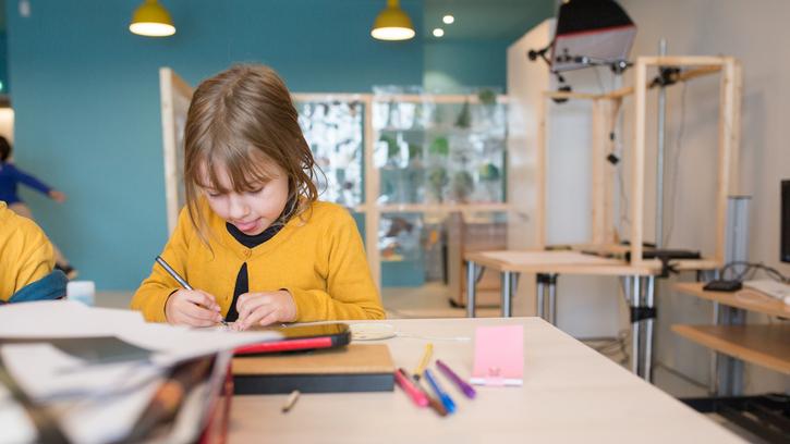 Atelier Fais ton cinéma autour de l'exposition CinéMode (6-8 ans)