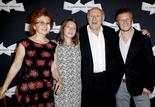 Michel Piccoli accompagné de sa femme et de leurs enfants