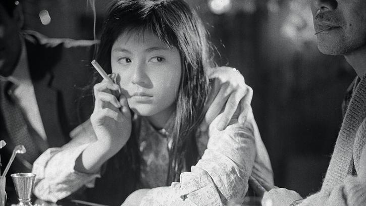 Une jeune fille à la dérive