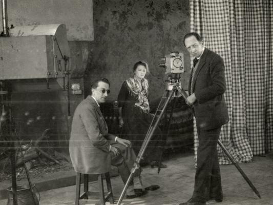 Inondation photo de tournage  - Louis Delluc - 1923 - Collections La Cinémathèque française