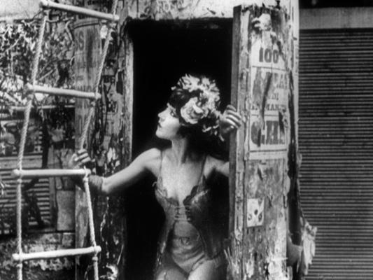 Sur un air de charleston - Jean Renoir-1926© Studio Canal - Collections de la Cinémathèque française