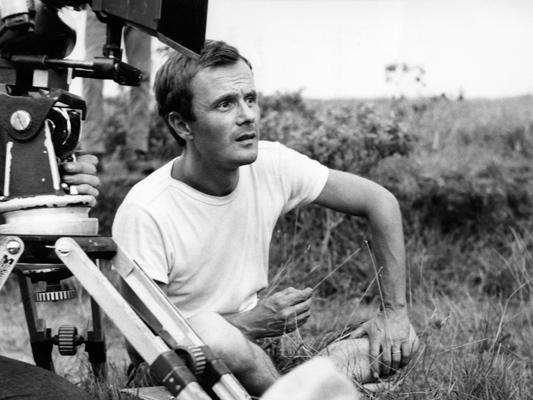 Pierre Schoendoerffer  - Photo de tournage La 317ème section -  1964 -  Collections La Cinémathèque française © Studio Canal