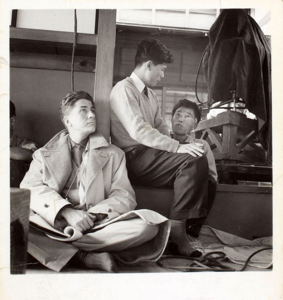 Alain Resnais sur le tournage d'Hiroshima