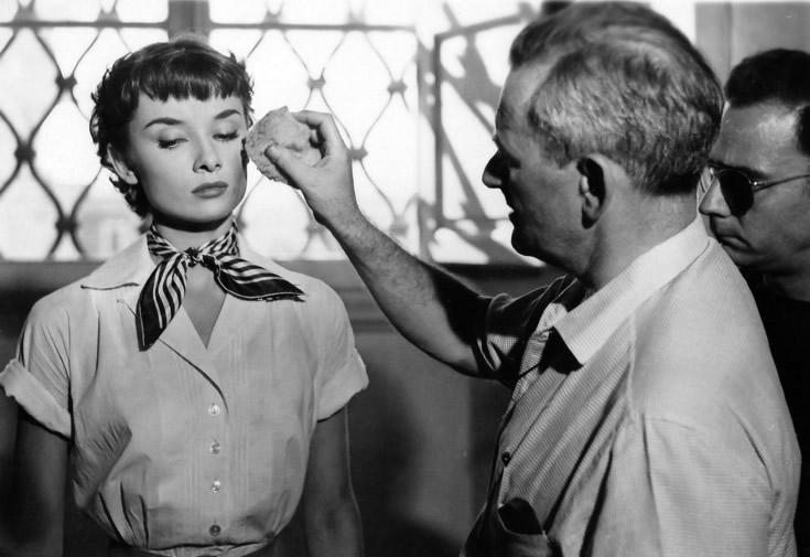 """Audrey Hepburn et William Wyler sur le tournage de """"Vacances Romaines"""" (1953)"""