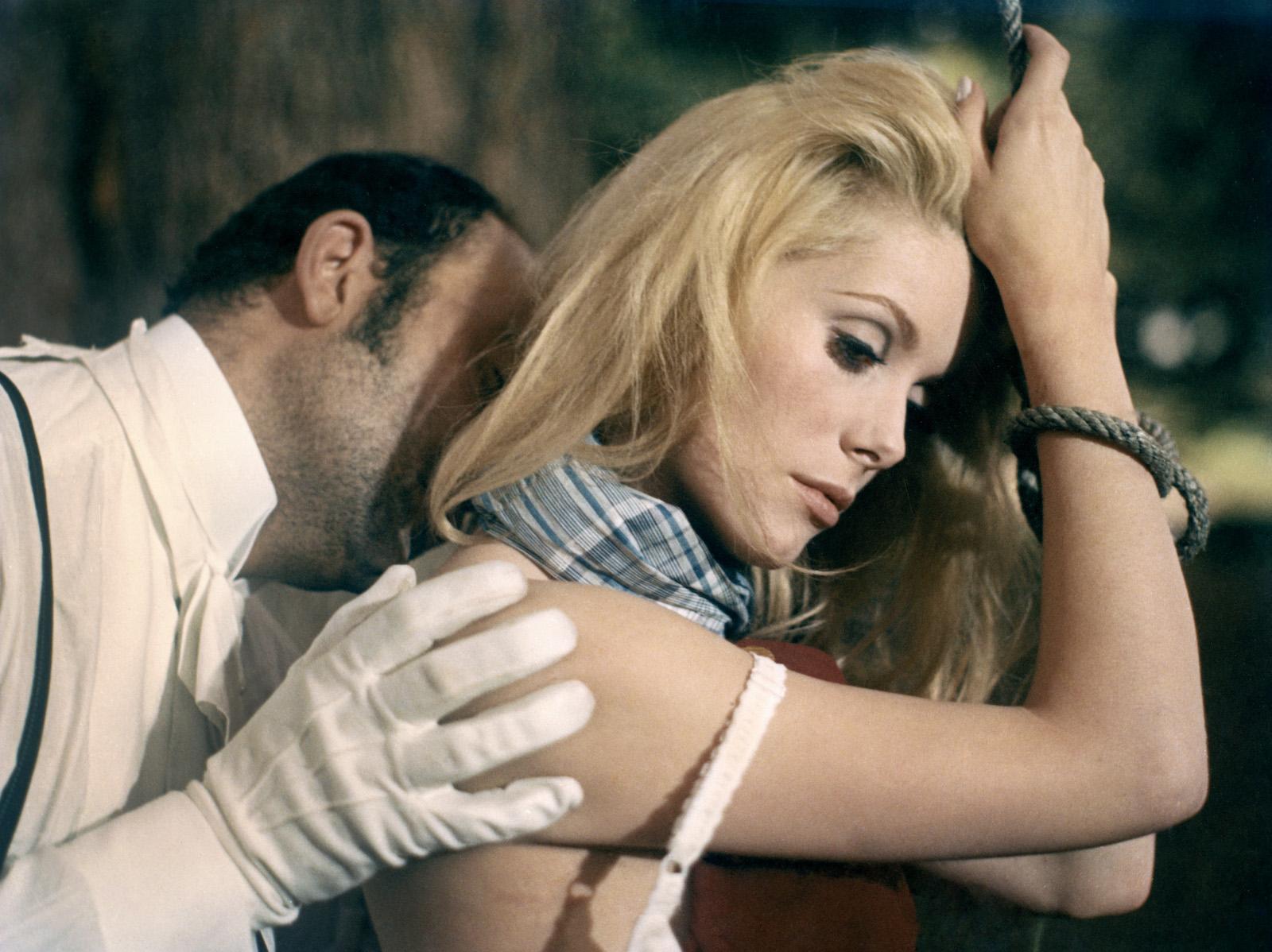 Revue de presse de « Belle de jour » (Luis Buñuel, 1966) - La Cinémathèque  française