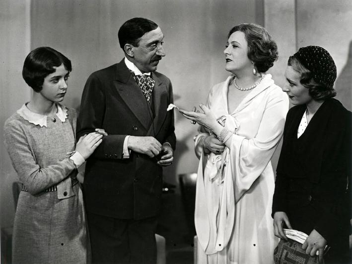 """Jeune adolescente et graine de star dans son premier film, """"Le Bal"""" (Wilhelm Thiele, 1931)"""