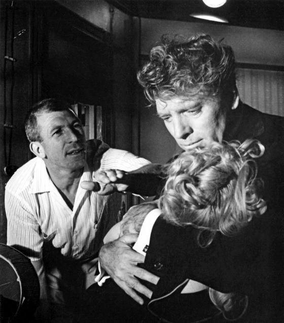 "Richard Brooks dirige Burt Lancaster et Shirley Jones (tournage d'""Elmer Gantry"", 1960)"