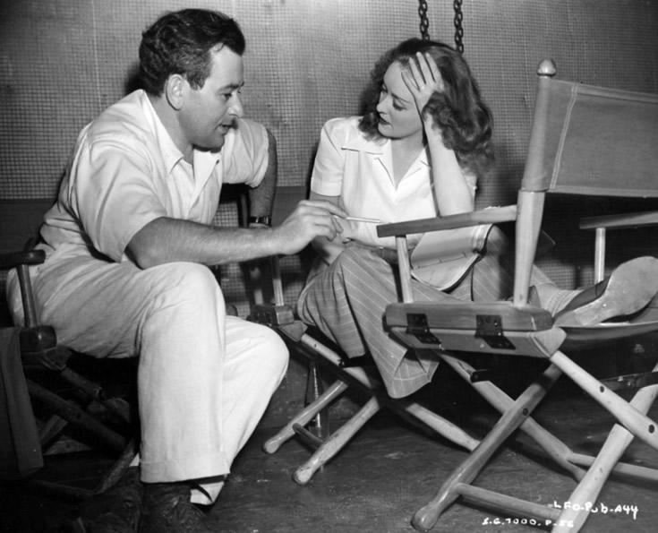 """William Wyler et Bette Davis sur le tournage de """"La Vipère"""" (1941)"""