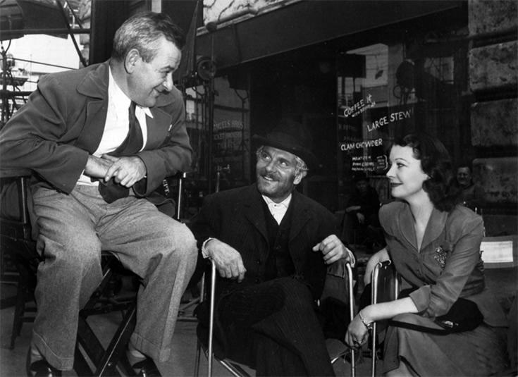 """William Wyler, Laurence Olivier et Vivien Leigh sur le tournage d'""""Un amour désespéré"""" (1951)"""