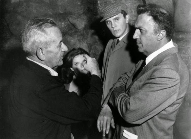 """William Wyler, Samantha Eggar, Terence Stamp et Federico Fellini sur le tournage de """"L'Obsédé"""" (1965)"""